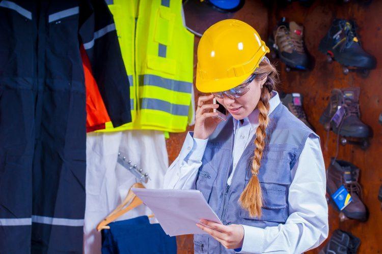 helmet 1636348 1920 750x500 - Hav sikkerheden og arbejdstøjet i orden ved gør-det-selv projekter