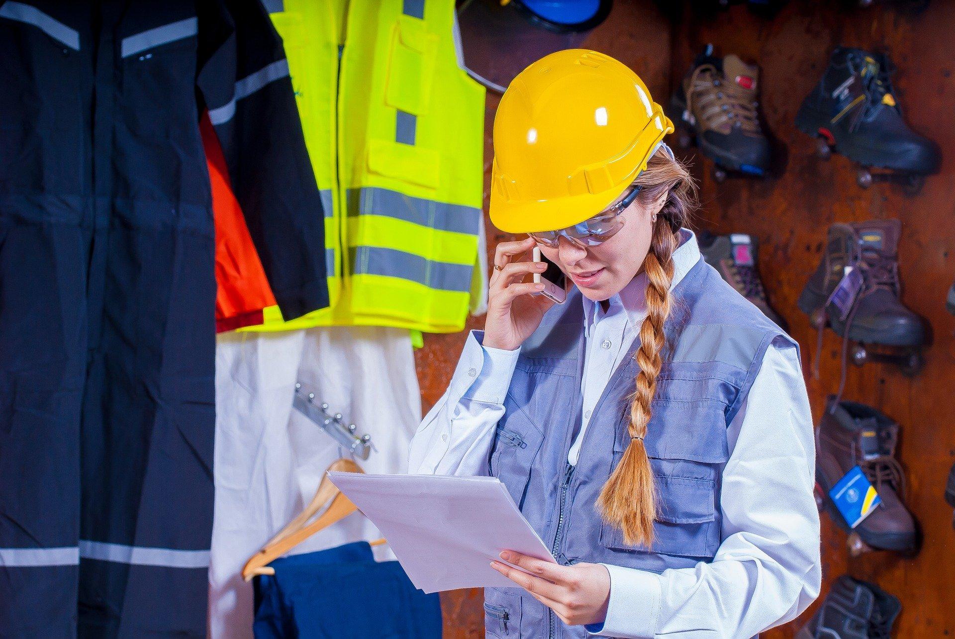 helmet 1636348 1920 - Hav sikkerheden og arbejdstøjet i orden ved gør-det-selv projekter