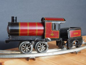 Made in Germany Tin clockwork toy train from around 1900 pic 001 4157x3120 300x225 - OLYMPUS DIGITAL CAMERA