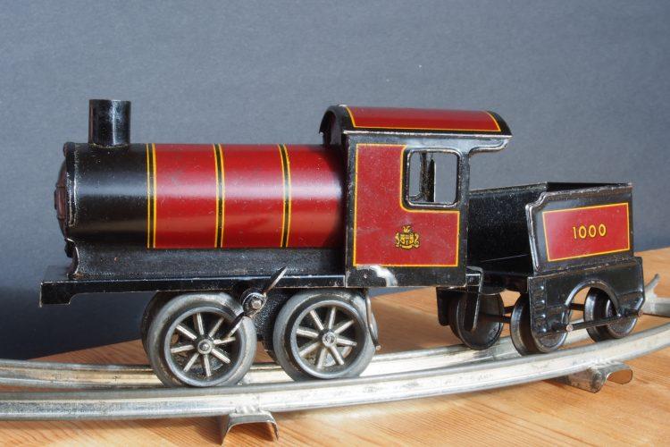 Made in Germany Tin clockwork toy train from around 1900 pic 001 4157x3120 750x500 - Er du eller dit barn vild med modeltog?